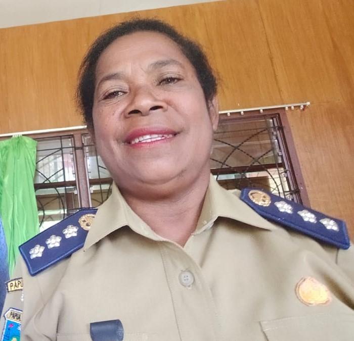 Yemima Masakeri (Kepala Distrik Rasiei Kab. Teluk Wondama)